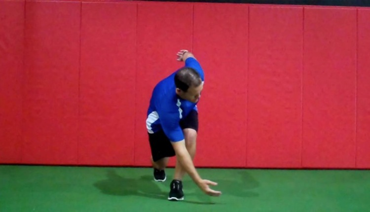 Reaching lunge with L contralateral rot