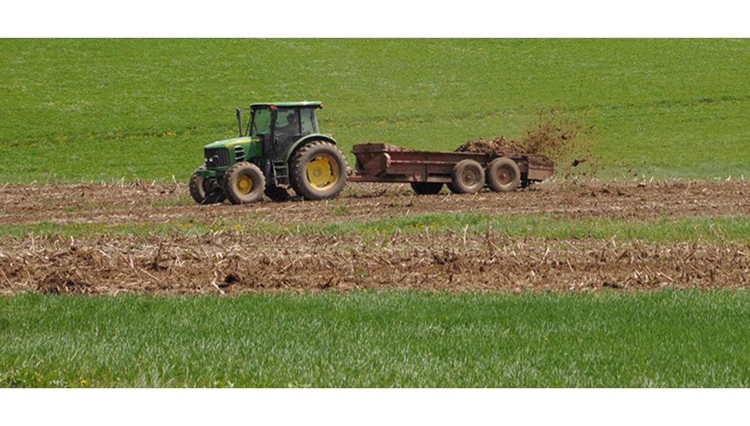 RRL-spreading-manure
