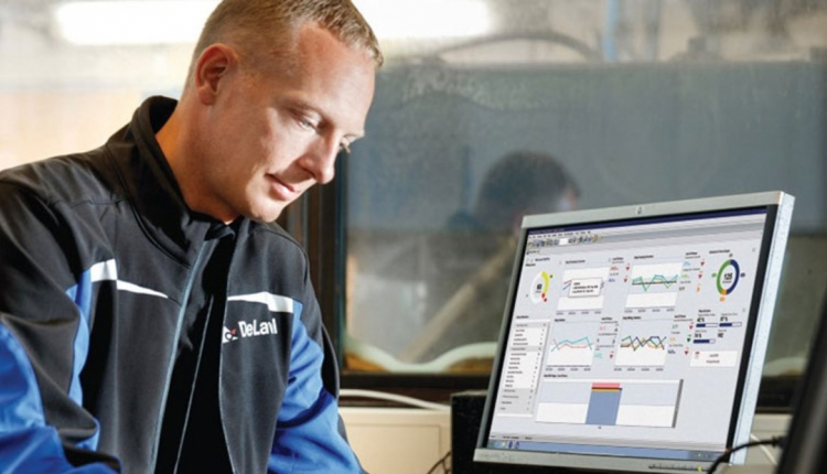 DeLaval-Producer-at-computer
